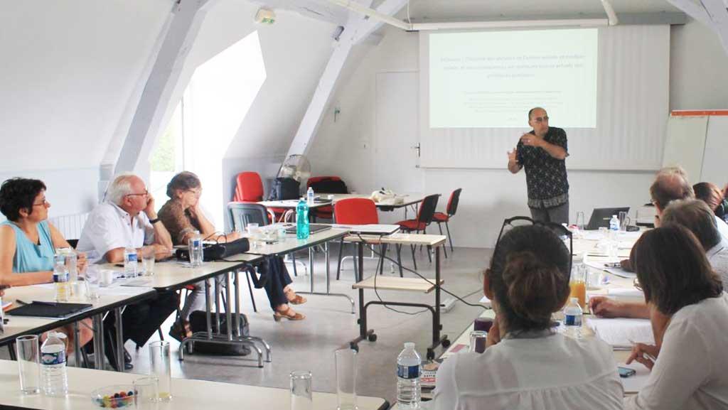 Réunion et Inclusion, Avec la participation des usagers, les élus et enjeux des politiques sociales